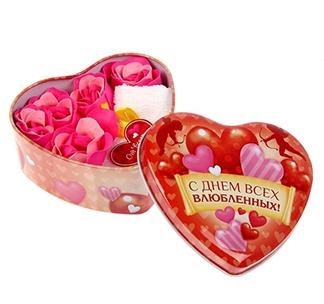 Набор мыльных лепестков в сердце С днем всех влюбленных