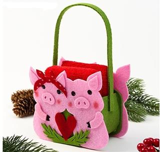 Набор полотенец в корзинке Свинки