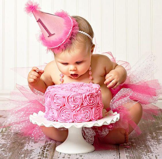 Малышка получает тройной подарок на день рождение