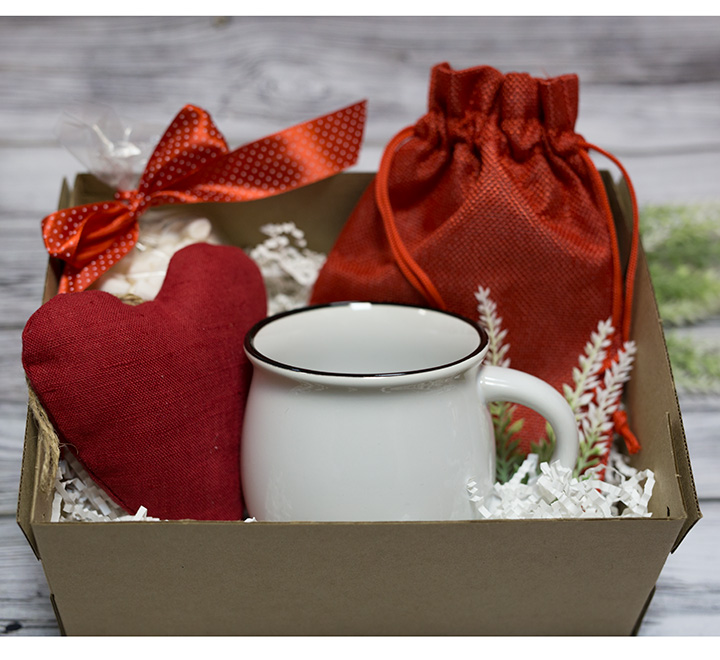 Подарочный бокс в стиле Hugge Love с какао и маршмелоу