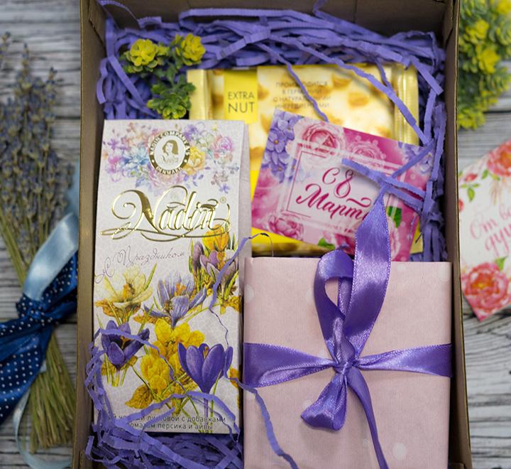 """Подарочный бокс на 8 марта """"Весенние цветы"""""""