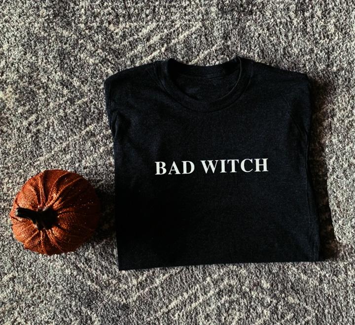 Футболка с надписью Bad witch
