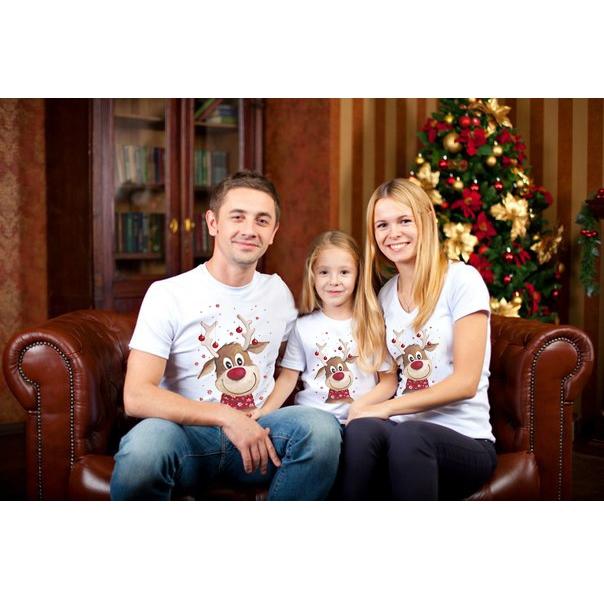 """Новогодние семейные футболки """"С оленем -2"""" фото 0"""