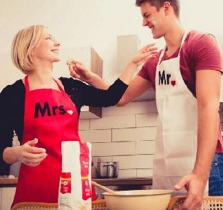 "Парные фартуки для двоих ""Mr and Mrs"""